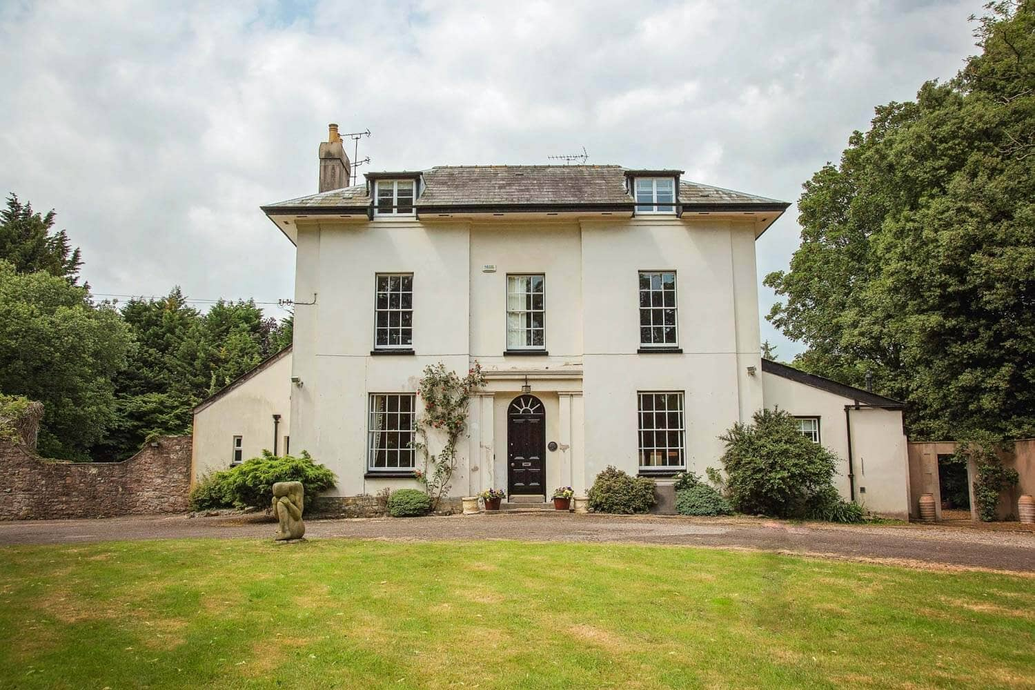 A grand manor house to rent in the country