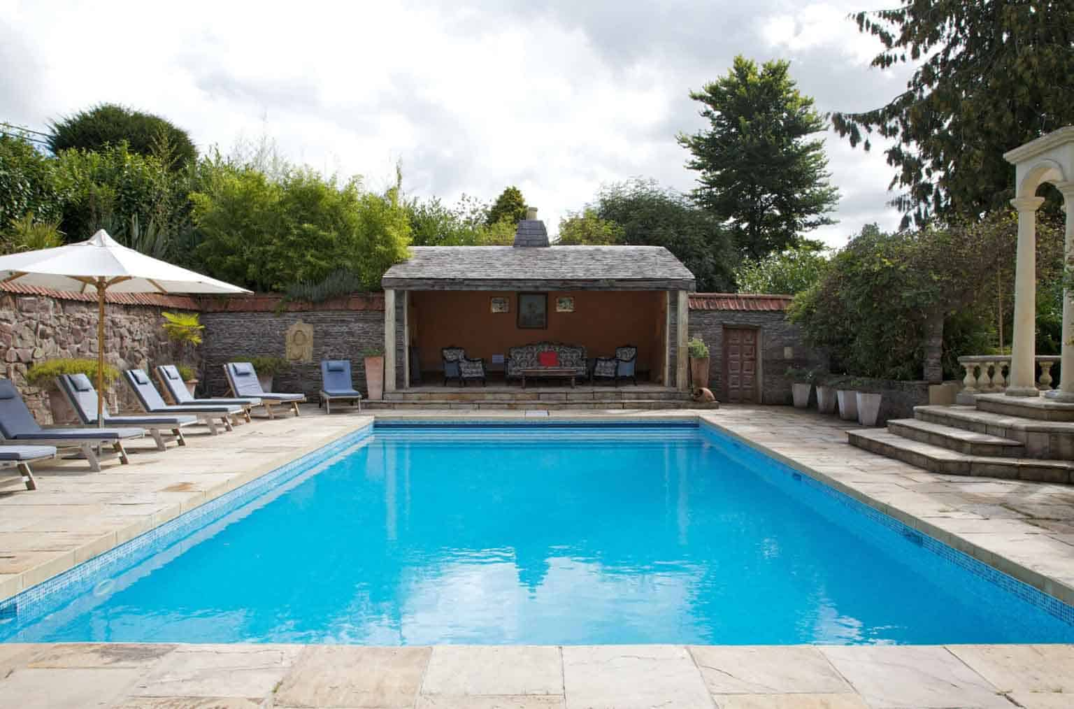 venues with pools and hot tubs